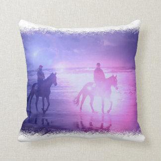Almohada del paseo de la playa del caballo