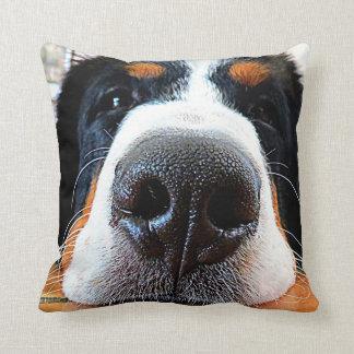 Almohada del perro de montaña de Bernese