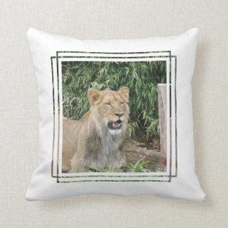 Almohada del rugido del león