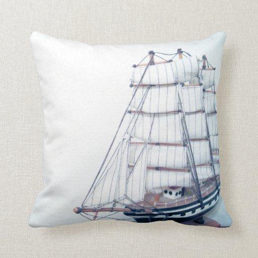 Almohada descolorada retra de la foto de la nave
