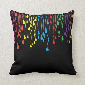 Almohada - diseño colorido del extracto del goteo