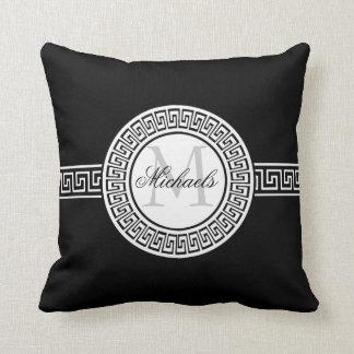 Almohada dominante griega blanco y negro elegante