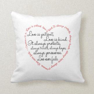 Almohada - el amor es corazón paciente de la cojín decorativo
