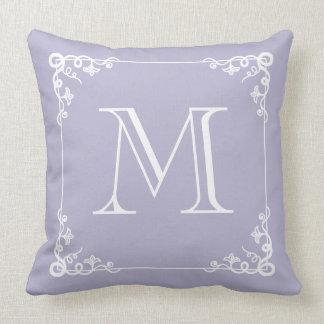Almohada elegante púrpura en colores pastel con