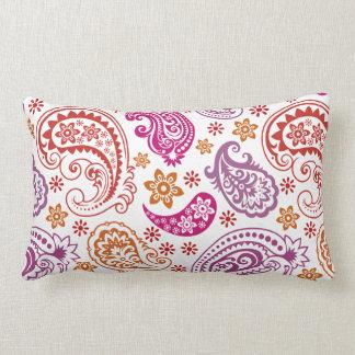 Almohada en colores pastel del naranja, rosada y