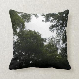 Almohada espeluznante del bosque