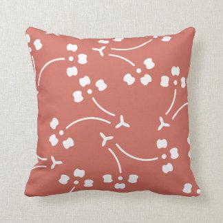 Almohada estilizada del estampado de flores de la