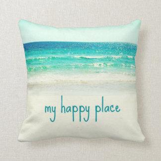 Almohada feliz de la palabra del lugar de la playa cojín decorativo