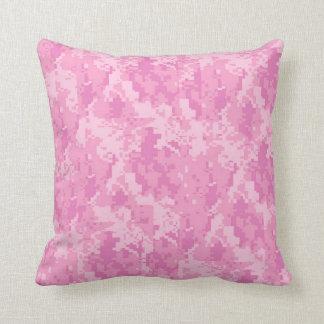 Almohada femenina del sofá del tiro del camuflaje