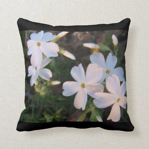 Almohada floral blanca