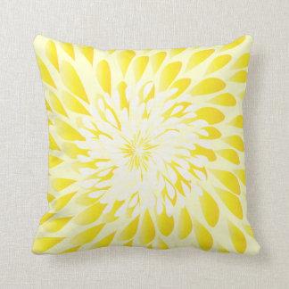 Almohada floral de la flor moderna de marfil y