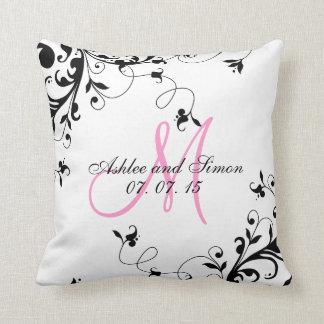 Almohada floral negra rosada del recuerdo del boda