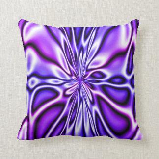Almohada floral púrpura asombrosa de Mojo de la fl