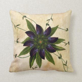 Almohada floral púrpura de la decoración del
