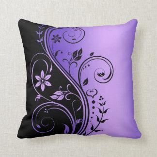 Almohada floral púrpura elegante del negro de la v