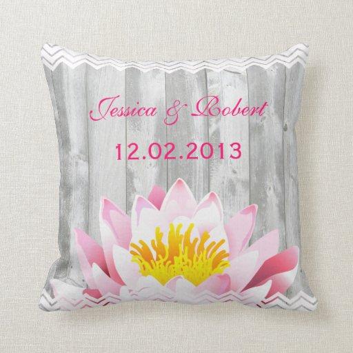 Almohada floral rústica del recuerdo del boda