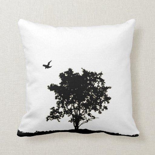 Almohada Flourishing del árbol con 11:28 de los pr