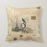Almohada francesa de la postal del globo del cuerv