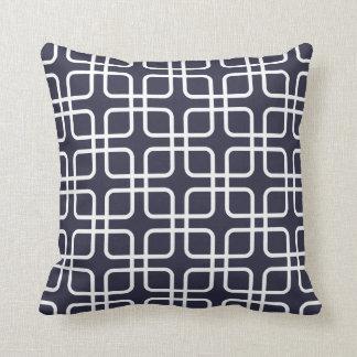 Almohada geométrica moderna en azules marinos