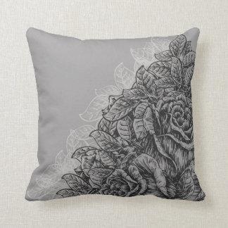 Almohada grabada vintage de los rosas