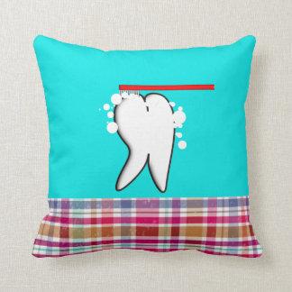 Almohada grande dental linda del diseño del diente