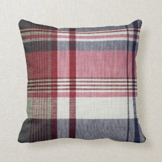 Almohada gris roja de la tela escocesa de tartán
