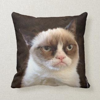Almohada gruñona de Brown del gato Cojín Decorativo