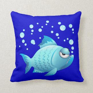 Almohada gruñona del dibujo animado de los pescado