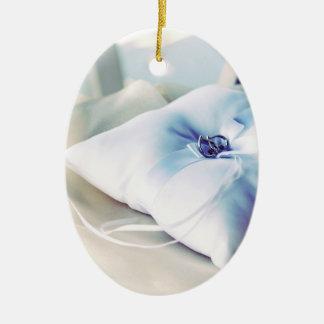 Almohada hermosa del anillo de bodas adorno ovalado de cerámica