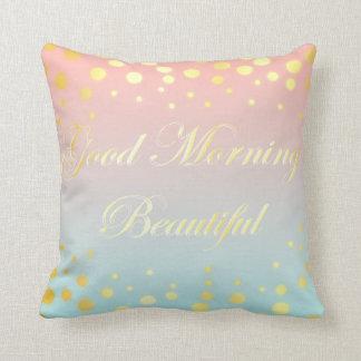 Almohada hermosa linda de la buena mañana