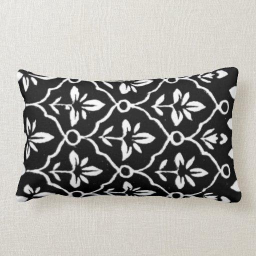 Almohada india floral del diseño gráfico del model