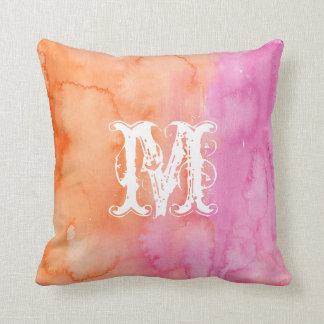 Almohada inicial anaranjada rosada de la acuarela