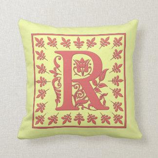 ALMOHADA INICIAL de R - R rosado en fondo AMARILLO Cojín Decorativo