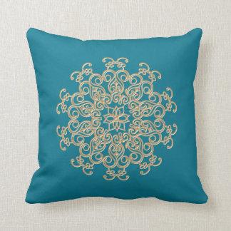 Almohada inspirada india del Aquamarine y del oro
