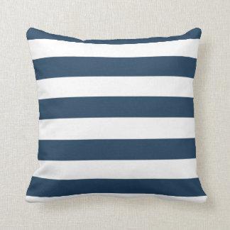 Almohada intrépida del azul marino y blanca de las