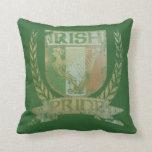 Almohada irlandesa de MoJo del escudo del orgullo