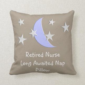 Almohada jubilada de la siesta de la enfermera
