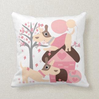 Almohada juguetona rosada de los perritos