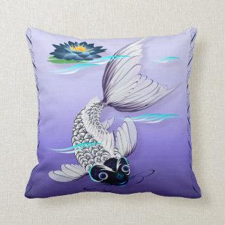Almohada Koi-Azul blanca del lirio