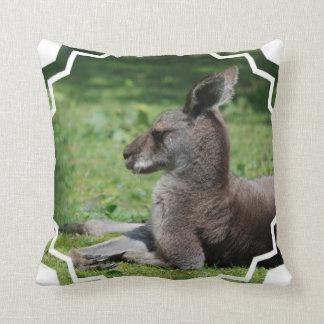 Almohada linda del canguro