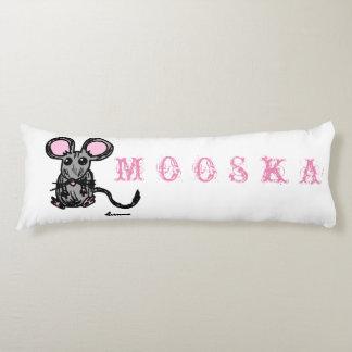 Almohada linda del cuerpo del ratón de Mooska
