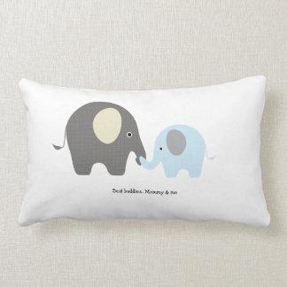 Almohada linda del muchacho del elefante