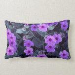 Almohada lumbar floral púrpura