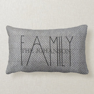 "Almohada lumbar gris de encargo de la ""familia"""