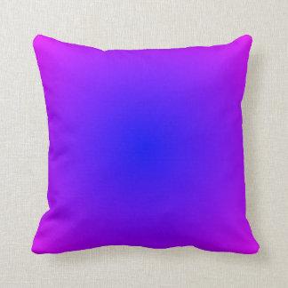 Almohada magenta azul de la pendiente