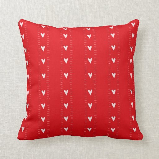 Almohada modelada rojo de los corazones