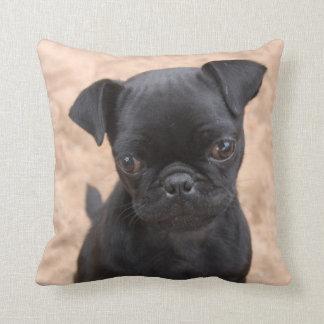 Almohada negra del perrito del barro amasado