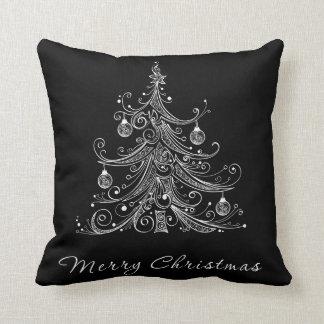 Almohada negra y blanca del árbol de navidad