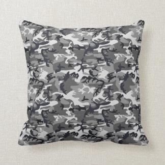 Almohada negra y blanca del camuflaje