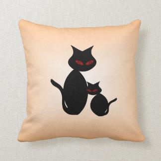 Almohada observada rojo negra del gato de los